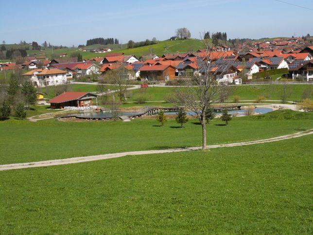 Kurpark mit Badeteich