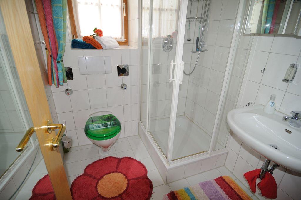 Badezimmer der Ferienwohnung Höss in Roßhaupten am Forggensee