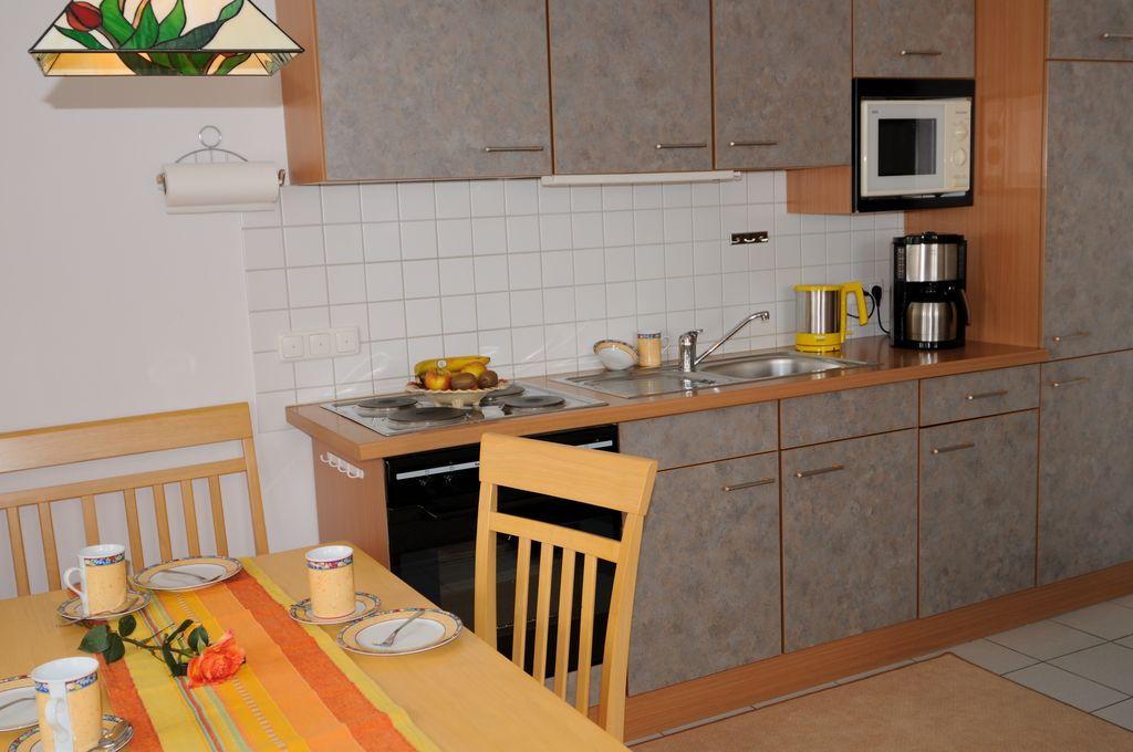 Küchenbereich der Ferienwohnung Höss in Roßhaupten am Forggensee