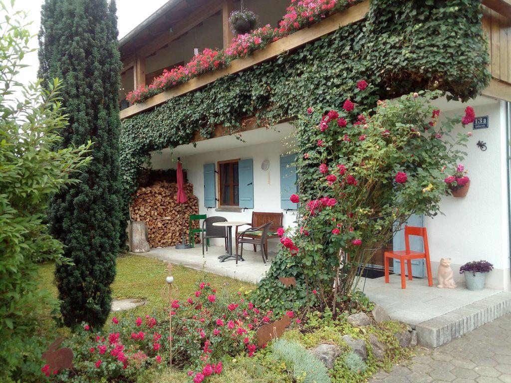 Terrasse und Garten der Ferienwohnung Höss in Roßhaupten am Forggensee